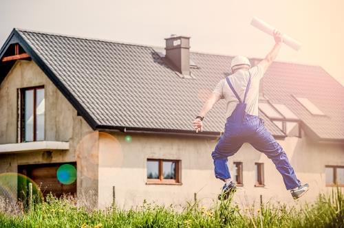 Haus, Arbeiter freut sich