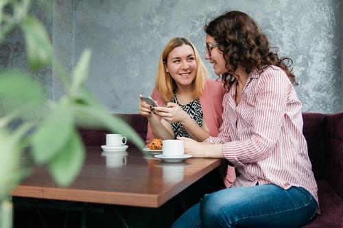 Mädchen Kaffee Social Media Azubi