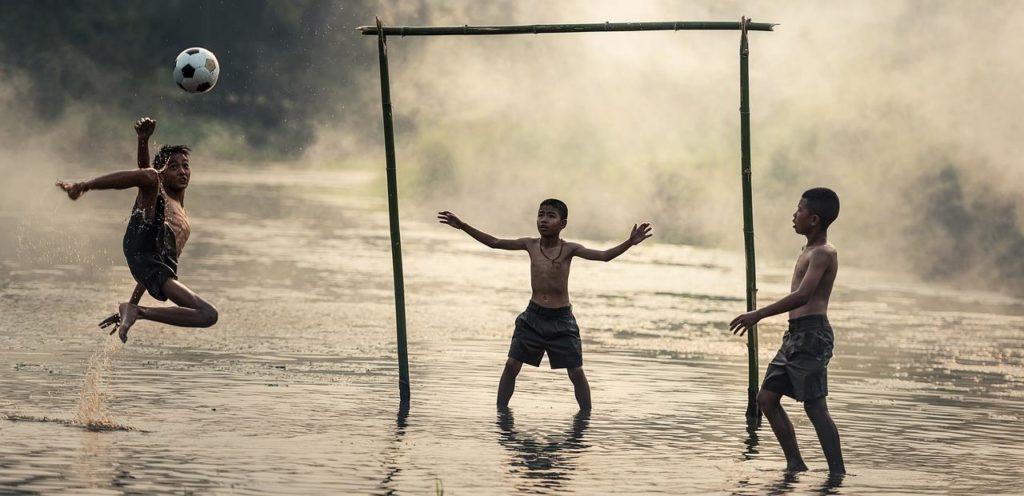 Fußball kinder Sprung innere Werte